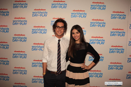 Nickelodeon Celebrates 8th Annual Worldwide hari Of Play - jeruk, orange Carpet