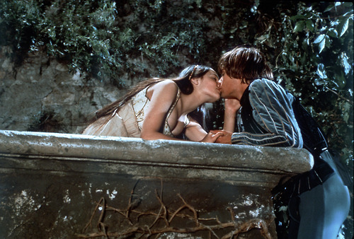 Romantic Movie Moments fond d'écran with a hot tub called Romeo and Juliet (1968)