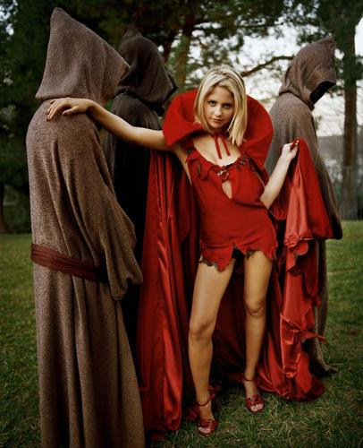 Buffy Summers fond d'écran with a cloak, an opera cloak, and a capote called Sexy Slayer