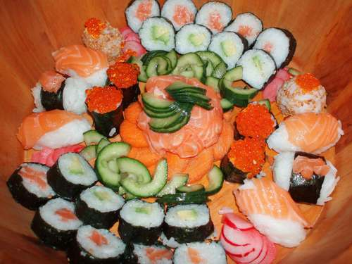 Еда Обои containing a bouquet and an antipasto, антипасто called Sushi