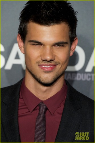 Taylor Lautner: 'Abduction' Premiere & 照片 Call in Spain!