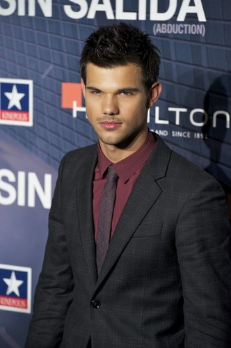 Taylor Lautner Attends 'Abduction' Premiere in Madrid