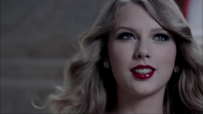 http://images5.fanpop.com/image/photos/25700000/Taylor-Swift-Wonderstruck-Ad-2-taylor-swift-25773726-400-225.jpg