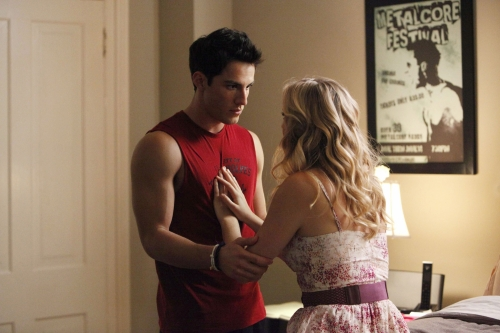 "Tyler and Caroline - 3x04 ""Disturbing Behavior"" Still"