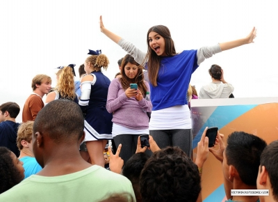 Victoria Justice- World Wide день Of Play 8th annual
