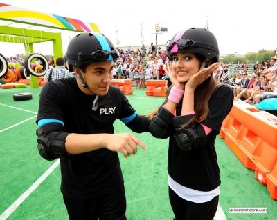 Victoria Justice- World Wide 日 Of Play 8th annual