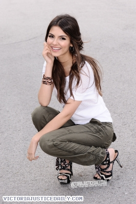 Victoria Justice wallpaper possibly containing a well dressed person, a pantleg, and a hip boot entitled Victoria Justice photoshoot