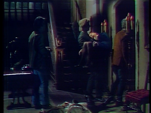 Dark Shadows fond d'écran containing a rue and a business suit entitled Zombies Kidnap Julia