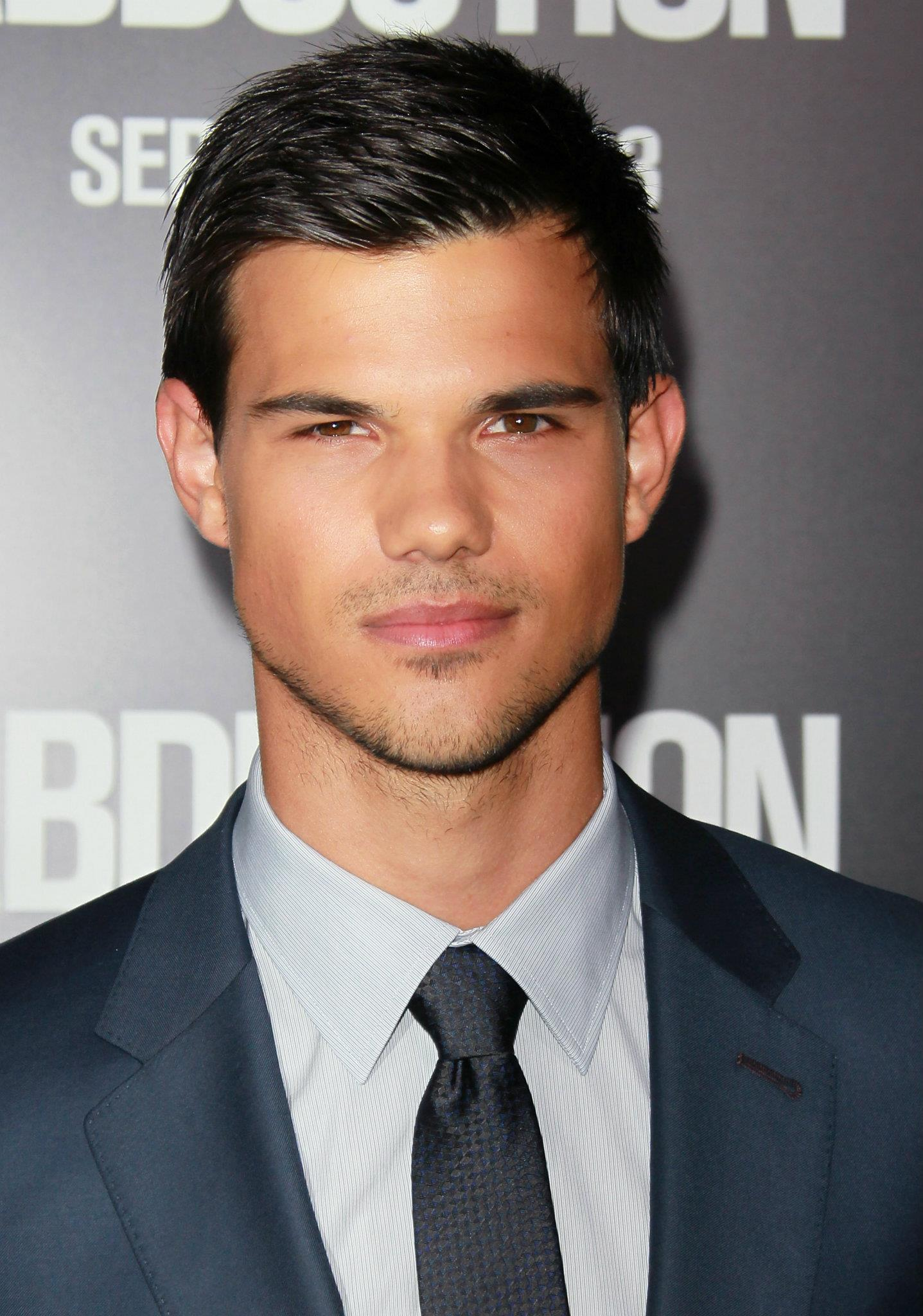 Pictures Of Taylor Lautner 72