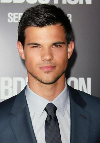 Taylor Lautner fond d'écran with a business suit and a suit called taylor