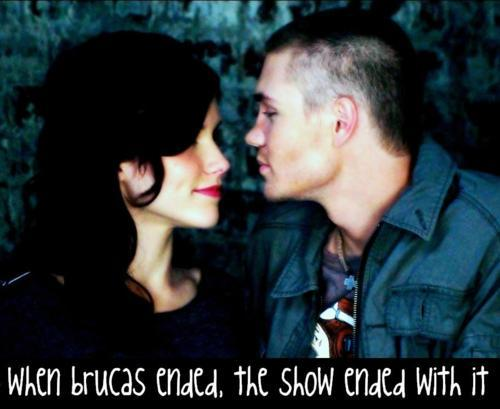 Brucas Hintergrund possibly with a portrait entitled ►brooke/lucas;