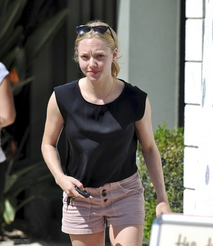 Amanda at The Dog House in Los Angeles – 10/03