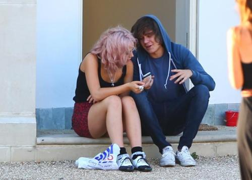 Amelia Lily & Frankie Cocozza! Sat Outside X Factor House 04/10/11 100% Real ♥