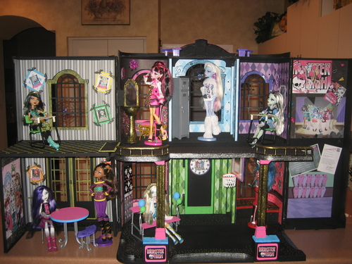 Monster High hình nền titled Another cool MH house