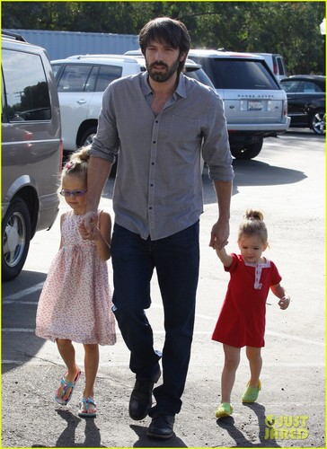 Ben Affleck: Daddy jour with violet and Seraphina!