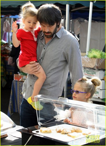Ben Affleck: Daddy hari with violet and Seraphina!
