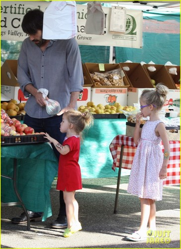 Ben Affleck: Daddy día with violeta and Seraphina!