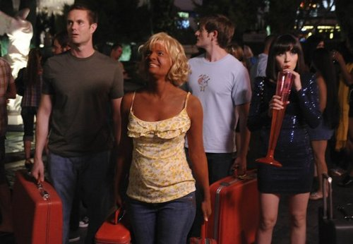 Raising Hope wallpaper probably containing a vacuum, a street, and a aspirador, hoover titled Episode 2.04 - HENDERSON, NEVADA-ADJACENT, BABY! HENDERSON, NEVADA-ADJACENT! - Promotional fotografias