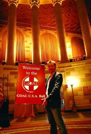 Former Celtic Thunder' ster Paul Byrom launches the GOAL ball in New York