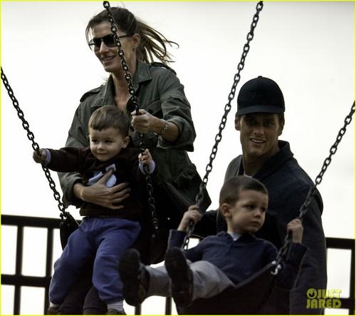 Gisele Bundchen & Tom Brady: Park день with the Boys!