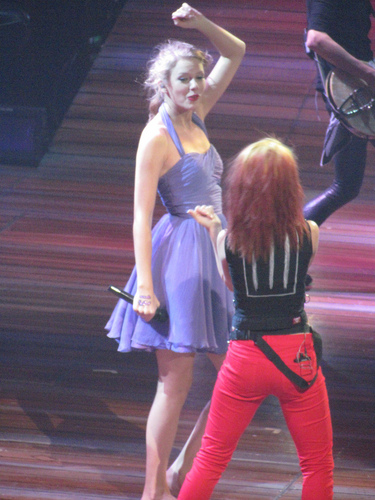 Hayley And Taylor veloce, swift