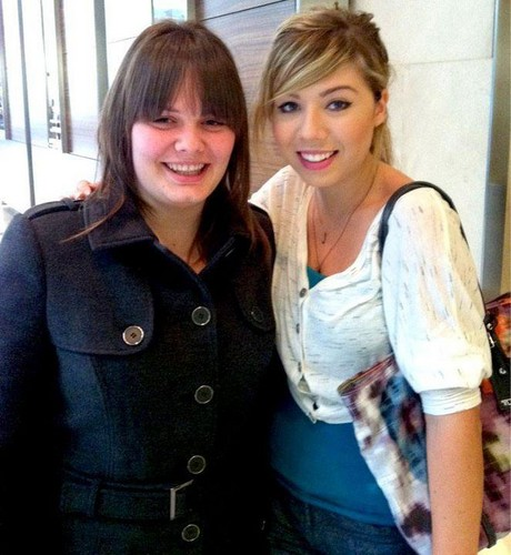 Jennette McCurdy and she's fan.