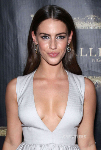 Jessica Lowndes achtergrond titled Jessica Lowndes Hosts a Party at Gallery Nightclub in Vegas, Oct 1