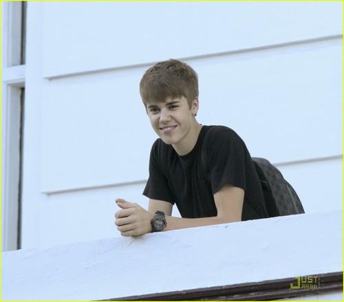 Justin Bieber: 'Mistletoe' --First Listen!