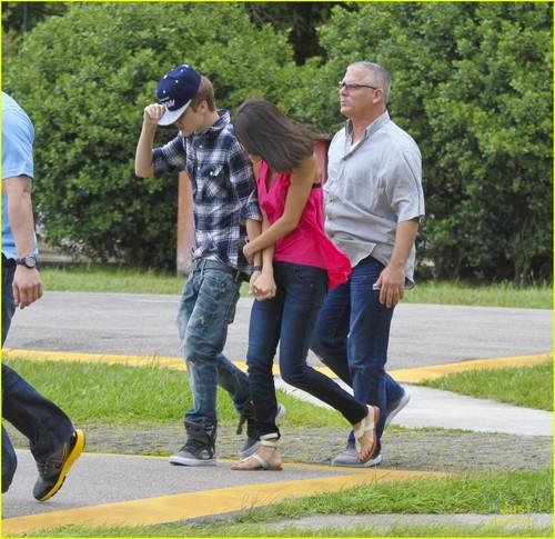 Justin Bieber & Selena Gomez: Helicopter Ride!