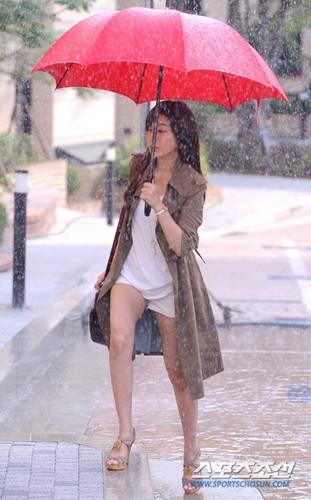 Kim Ha-Neul on set
