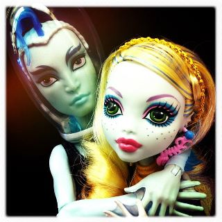 Monster High karatasi la kupamba ukuta probably containing a portrait entitled Lagoona and Gil