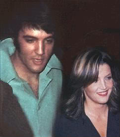 Elvis Aaron e Lisa Marie Presley wallpaper possibly with a business suit and a portrait entitled Lisa & Daddy