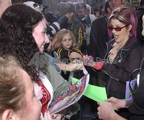 Lisa & her fan