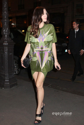 Liv Tyler: Givenchy toon during Paris Fashion Week, Oct 2