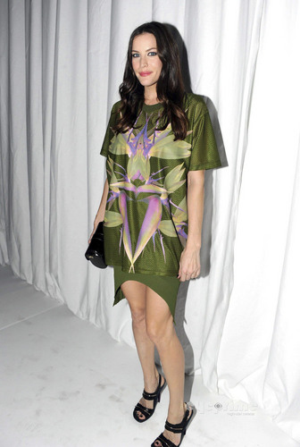 Liv Tyler: Givenchy mostrar during Paris Fashion Week, Oct 2
