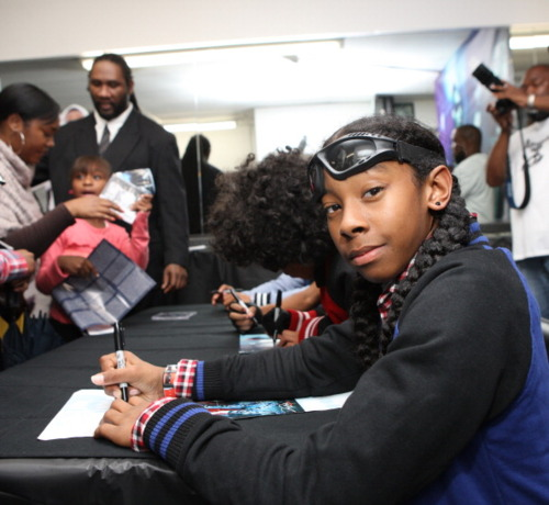 MINDLESS BEAHVIOR CD SIGNING IN NY