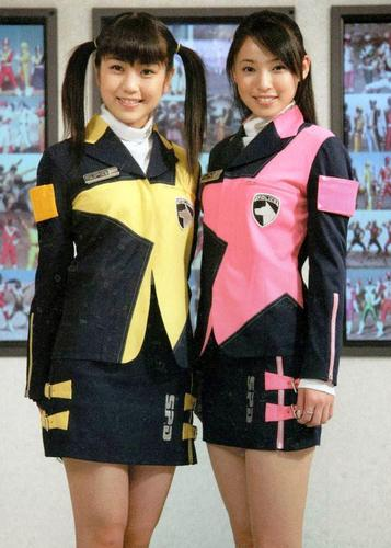 Sakura and Natsuki posing as the DekaRanger Girls