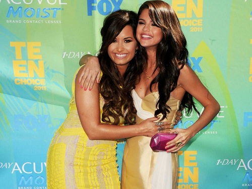 Selena Gomez and Demi Lovato پیپر وال containing a کاک, کاکٹیل dress and a portrait entitled Selena&Demi پیپر وال ❤