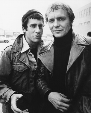 Starsky and Hutch (1975) Обои possibly containing a business suit, a trench coat, and a гороховый, горох куртка called Starsky and Hutch2