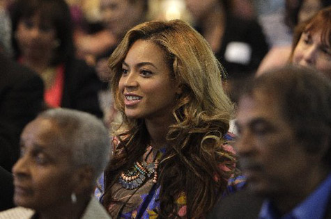 Beyonce پیپر وال possibly containing a کنسرٹ and a ڈرمر titled یونیورسٹی of Houston - October 3rd