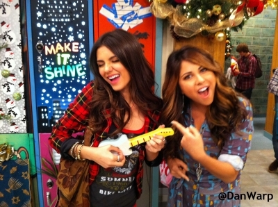 Victorious cast having fun together(: