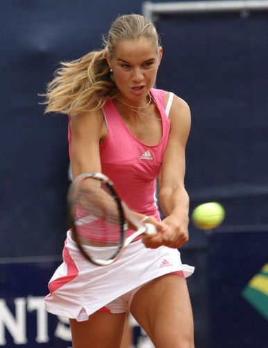Arantxa Rus is a Pretty kulay-rosas Returner