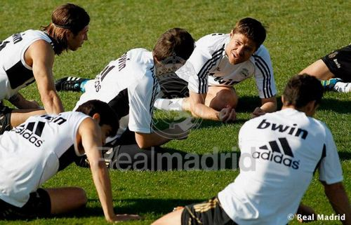 X. Alonso with teammates  - xabi-alonso Photo