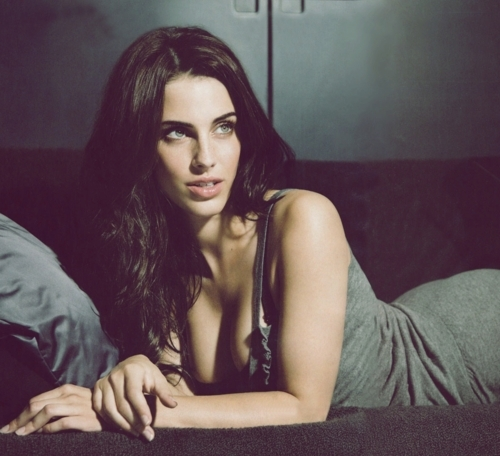 Jessica Lowndes wallpaper possibly containing attractiveness, skin, and a portrait entitled ► jessica lowndes;