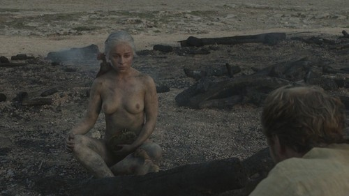 "Daenerys Targaryen fond d'écran entitled 1x10 ""Fire and Blood"""