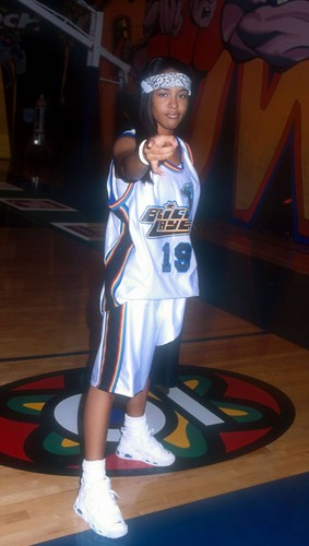 Aaliyah on MTV Rock'n'Jock basketbal Game