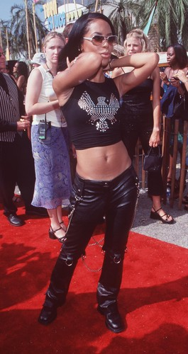 Aaliyah on Teen Choice Awards 2000