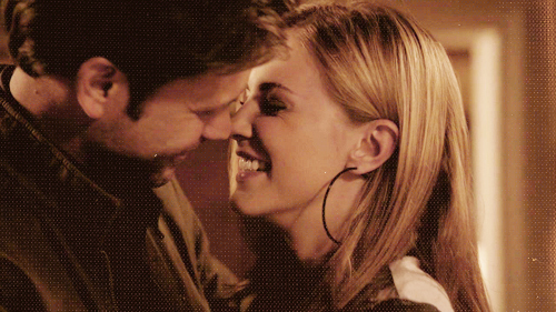 Alaric Jenna moment before kissing