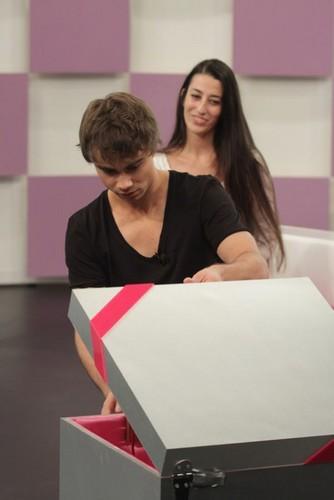 "Alex on the Greek tv toon ""Pame Paketo"""