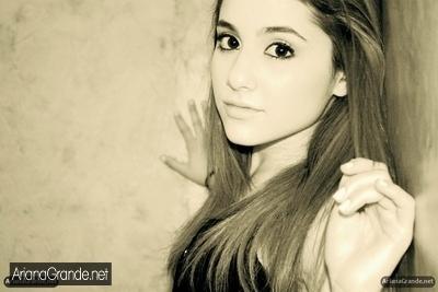 Ariana Grande(: